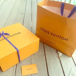 Louis Vuitton sneakers size 39.